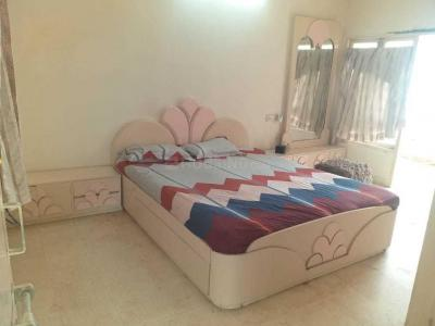 Gallery Cover Image of 2000 Sq.ft 3 BHK Apartment for rent in Navrangpura for 32000