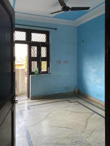 Gallery Cover Image of 800 Sq.ft 2 BHK Independent Floor for rent in RWA Yamuna Vihar Block B4, Shahdara for 10000
