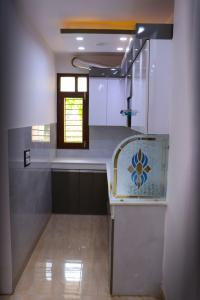 Gallery Cover Image of 585 Sq.ft 2 BHK Apartment for buy in Uttam Nagar for 2800000