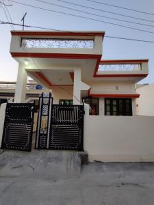 Gallery Cover Image of 1000 Sq.ft 2 BHK Independent House for buy in Shyampur for 4000000