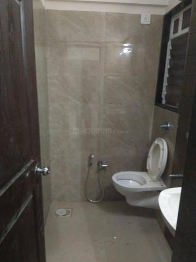 Common Bathroom Image of 850 Sq.ft 2 BHK Apartment for rent in Borivali West for 28000