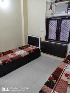 Bedroom Image of Sunshine Boys PG in Kamla Nagar
