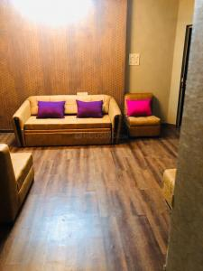 Gallery Cover Image of 1200 Sq.ft 3 BHK Apartment for rent in Goregaon West for 65000