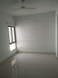 Gallery Cover Image of 1200 Sq.ft 3 BHK Apartment for rent in Paras Hermitage, Baghmugalia for 13000