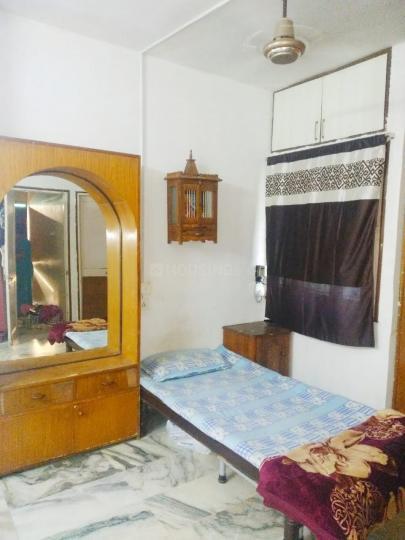 नवरंगपुरा में शर्मा पीजी के बेडरूम की तस्वीर
