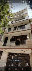 Gallery Cover Image of 720 Sq.ft 2 BHK Independent Floor for buy in Chhattarpur for 3000000