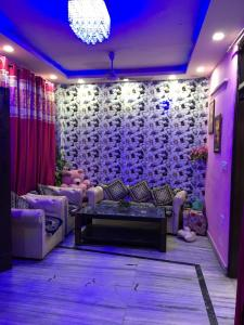 Gallery Cover Image of 600 Sq.ft 2 BHK Independent Floor for rent in Govindpuri for 16300