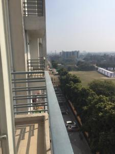 Gallery Cover Image of 1300 Sq.ft 3 BHK Apartment for rent in Raj Nagar for 10000