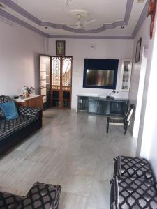 Gallery Cover Image of 1081 Sq.ft 2 BHK Apartment for buy in Ghatlodiya for 4100000