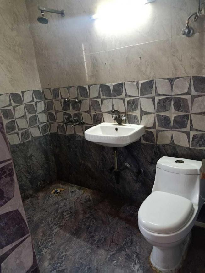 Bathroom Image of 1800 Sq.ft 3 BHK Apartment for rent in Sector 23 Dwarka for 35000