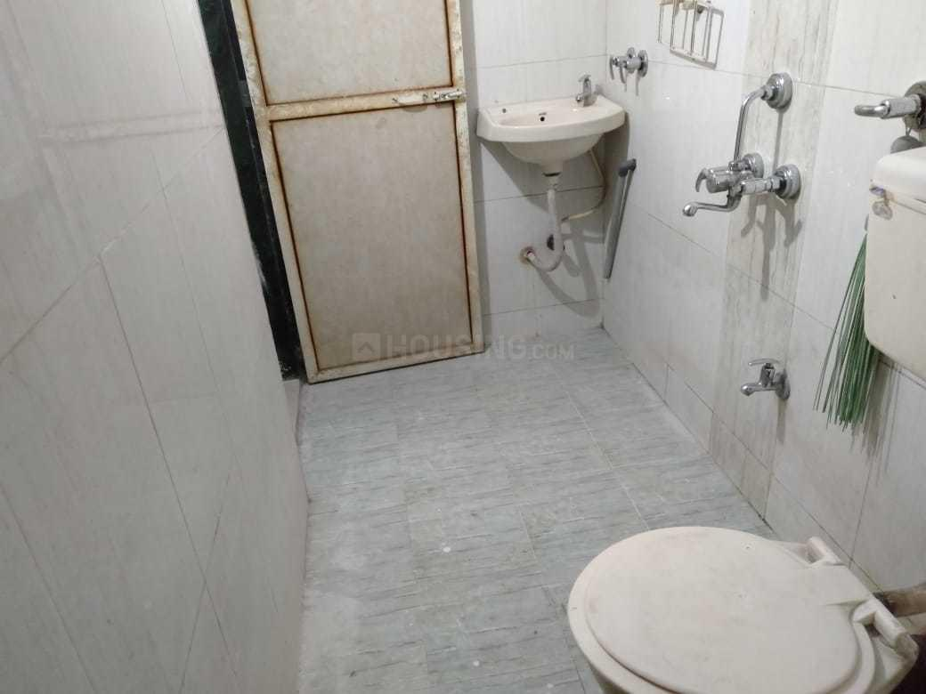 Common Bathroom Image of 950 Sq.ft 2 BHK Apartment for rent in Kalyan West for 15000