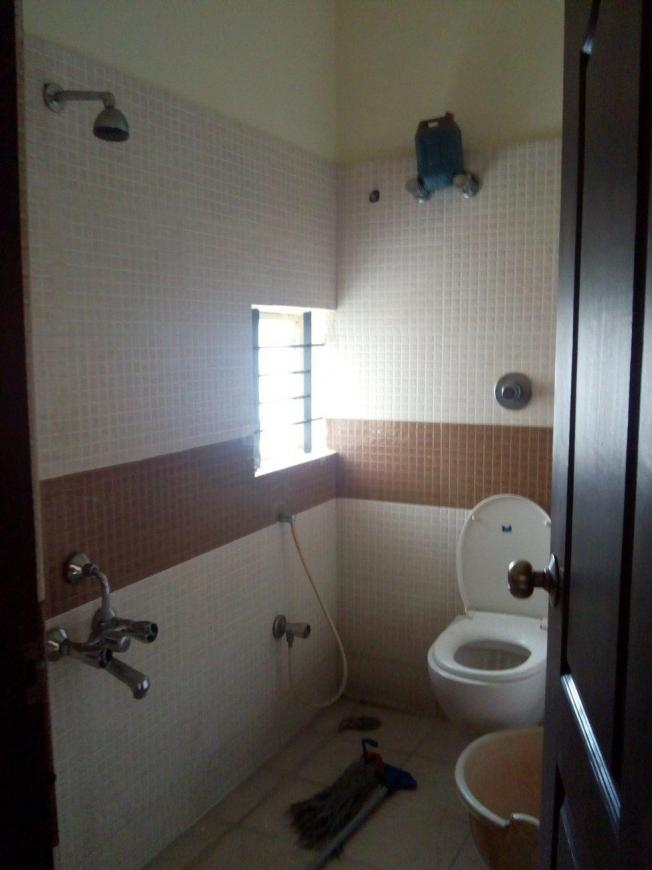 Common Bathroom Image of 1300 Sq.ft 2 BHK Independent House for rent in Banashankari for 18000