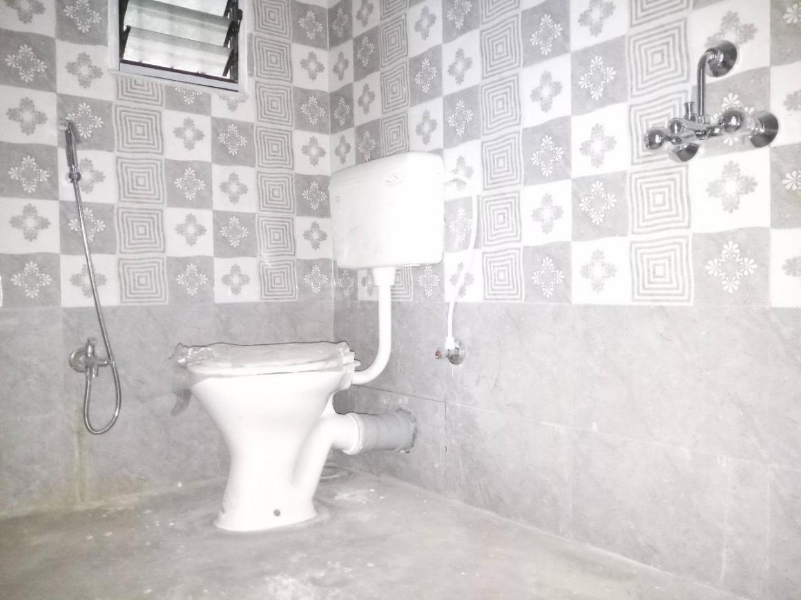 Bathroom Image of 1200 Sq.ft 3 BHK Apartment for rent in Shibpur for 15000