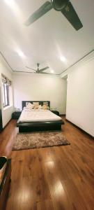 Gallery Cover Image of 2780 Sq.ft 5 BHK Apartment for buy in Jodhpur Park for 29000000