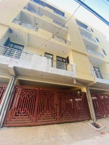 Gallery Cover Image of 730 Sq.ft 2 BHK Apartment for buy in Sector 105 for 2200032