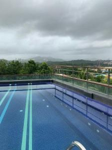 Gallery Cover Image of 1650 Sq.ft 4 BHK Apartment for buy in Kanakia Rainforest, Andheri East for 33000000