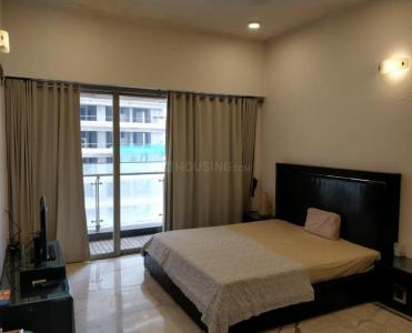 Gallery Cover Image of 2000 Sq.ft 3 BHK Apartment for rent in Worli for 300000