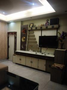 Gallery Cover Image of 2000 Sq.ft 3 BHK Apartment for rent in Beniapukur for 36000