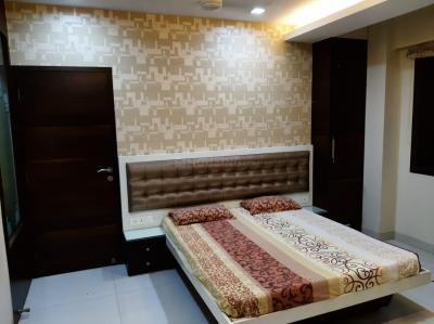 Gallery Cover Image of 850 Sq.ft 2 BHK Apartment for rent in Khar friend's, Khar West for 78000