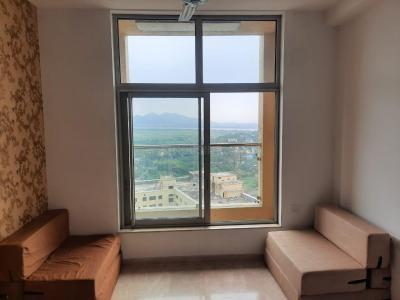 Gallery Cover Image of 650 Sq.ft 1 BHK Apartment for buy in Hiranandani Lavinia, Thane West for 8400000