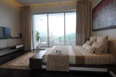 Gallery Cover Image of 572 Sq.ft 1 BHK Apartment for buy in Kandivali West for 7000000