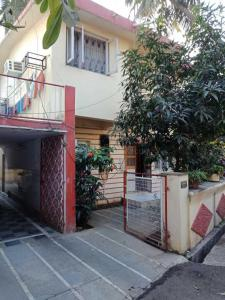 Gallery Cover Image of 2000 Sq.ft 4 BHK Villa for buy in Anushakti Nagar for 50000000
