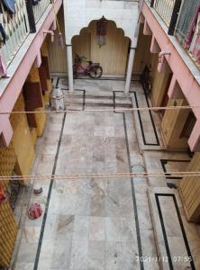 Gallery Cover Image of 3000 Sq.ft 10 BHK Independent House for buy in Raja Bazar for 30000000