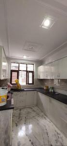 Gallery Cover Image of 1400 Sq.ft 3 BHK Independent Floor for rent in Sector 23 for 26000