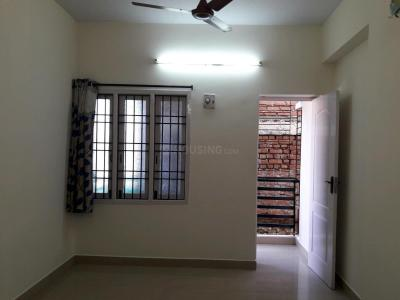 Gallery Cover Image of 750 Sq.ft 2 BHK Apartment for rent in Teynampet for 22000