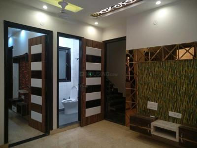 Gallery Cover Image of 720 Sq.ft 3 BHK Apartment for buy in Dwarka Mor for 4000000