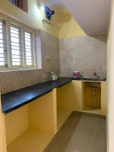 Gallery Cover Image of 500 Sq.ft 1 RK Independent House for rent in Indira Nagar for 9000