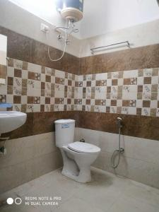 Bathroom Image of Boys And Girls PG in DLF Phase 3