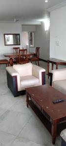 Gallery Cover Image of 2000 Sq.ft 2 BHK Apartment for rent in Diamond District, Domlur Layout for 50000