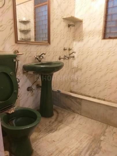 मालवीय नगर में स्माइल के कॉमन बाथरूम की तस्वीर