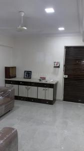 Gallery Cover Image of 750 Sq.ft 1 BHK Apartment for rent in Lokhandwala Complex, Andheri West for 45000