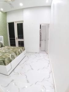 Gallery Cover Image of 1020 Sq.ft 3 BHK Apartment for buy in Sudarshan Amrit Homes, Sector 88 for 2612000