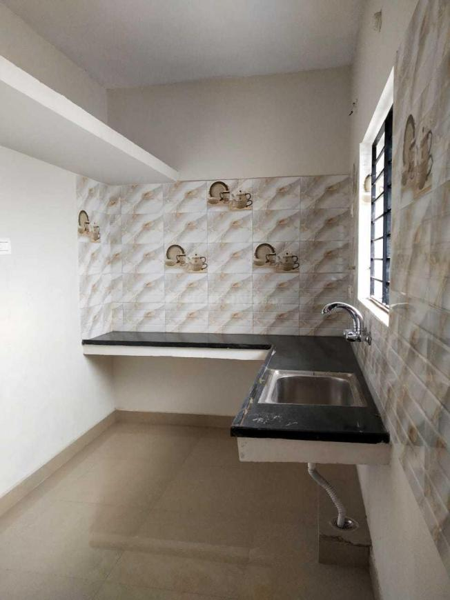 Kitchen Image of 750 Sq.ft 2 BHK Apartment for buy in Madhavaram for 4250000