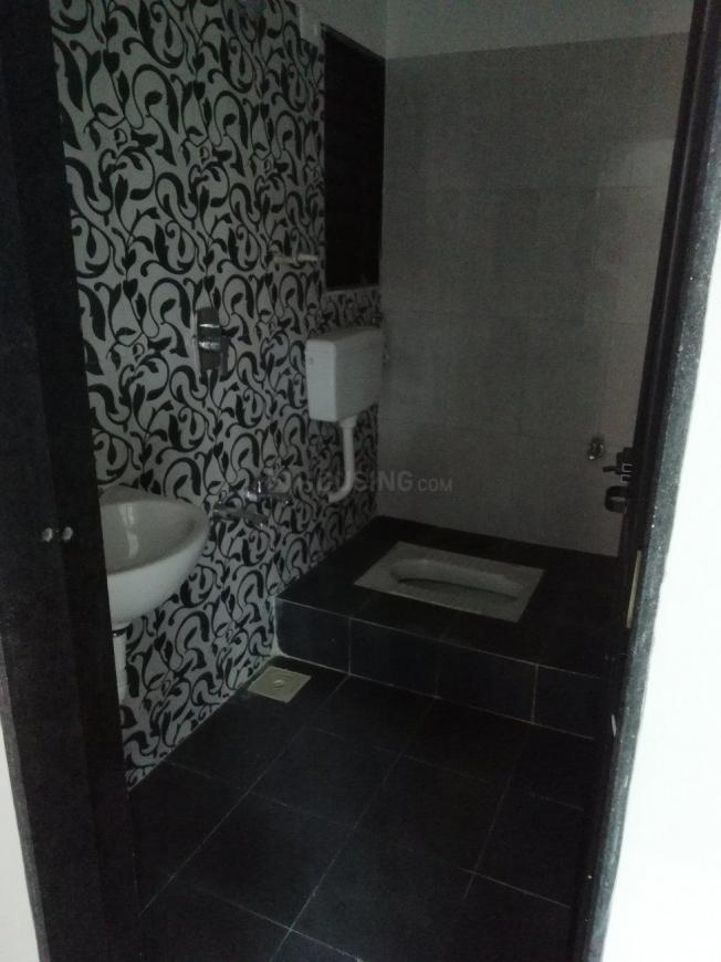 Common Bathroom Image of 1000 Sq.ft 2 BHK Apartment for rent in Mumbra for 15000