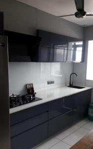 Gallery Cover Image of 2700 Sq.ft 4 BHK Apartment for rent in Makarba for 80000