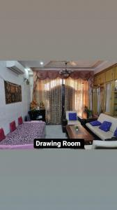 Gallery Cover Image of 1500 Sq.ft 3 BHK Independent Floor for buy in Krishna Nagar for 10000000