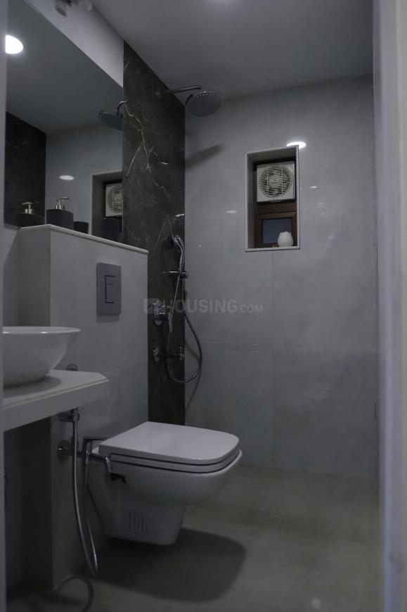 Bathroom Image of 900 Sq.ft 2 BHK Apartment for rent in Tardeo for 145000
