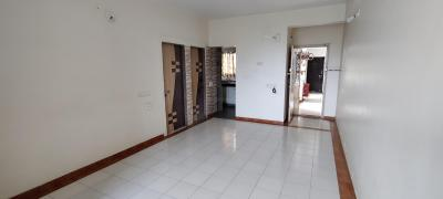 Gallery Cover Image of 927 Sq.ft 2 BHK Apartment for buy in Thaltej for 4800000