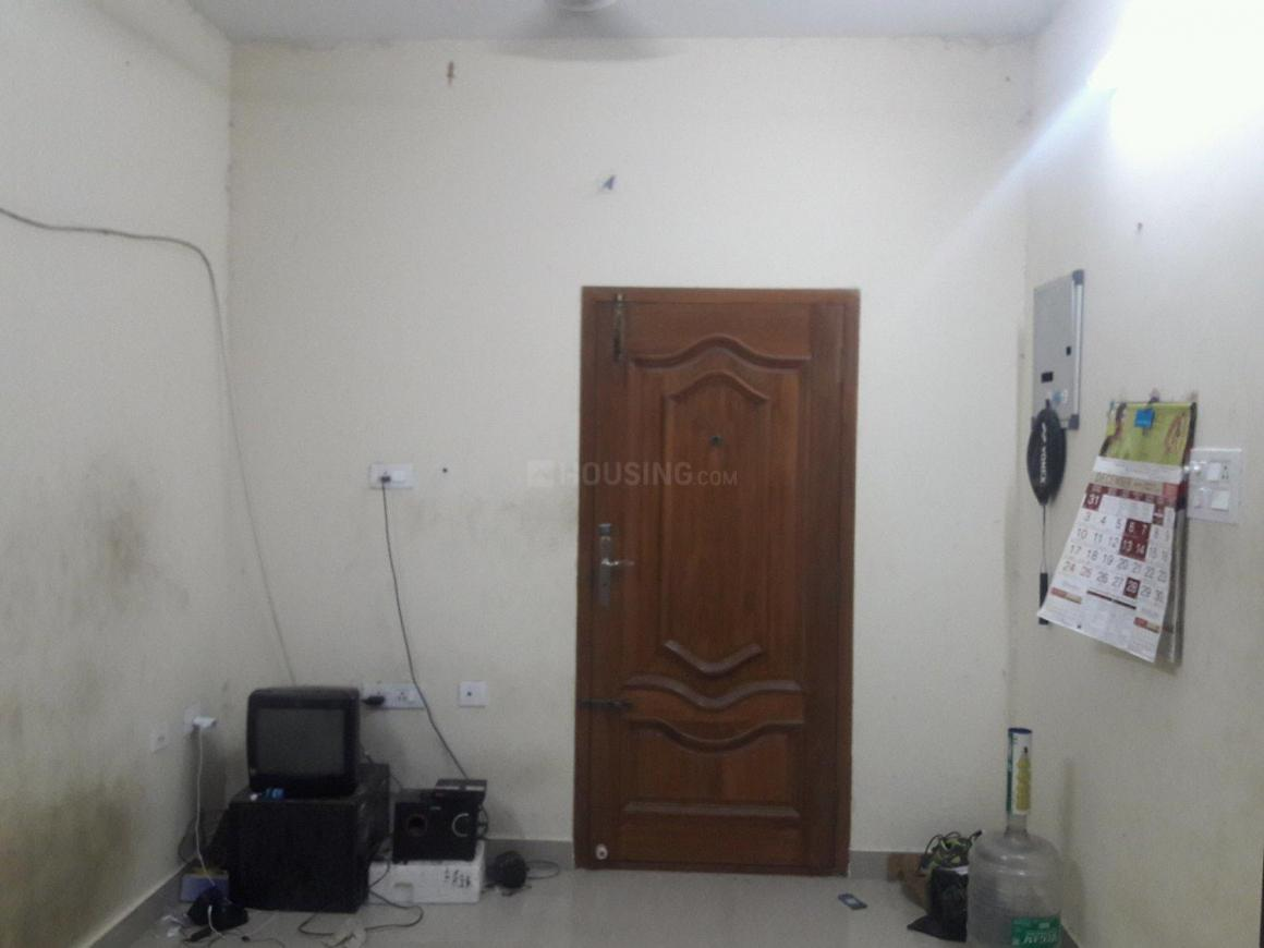 Living Room Image of 612 Sq.ft 1 BHK Apartment for rent in Thoraipakkam for 10000