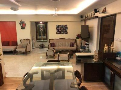 Gallery Cover Image of 1650 Sq.ft 3 BHK Apartment for buy in Santacruz West for 69500000