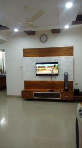 Gallery Cover Image of 1100 Sq.ft 2 BHK Apartment for rent in Kondapur for 22000