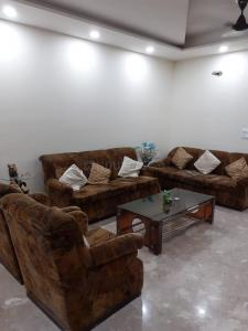 Gallery Cover Image of 1350 Sq.ft 3 BHK Independent Floor for buy in Paschim Vihar for 18500000