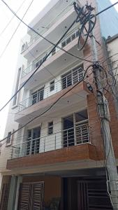Gallery Cover Image of 1056 Sq.ft 3 BHK Independent Floor for buy in SSG Yash Vatika 5, Sector-12A for 4800000