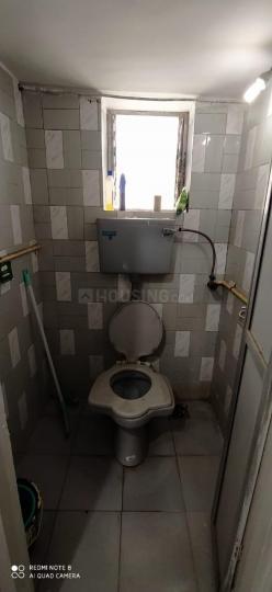 वरली में अवनति के बाथरूम की तस्वीर