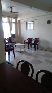 Gallery Cover Image of 1665 Sq.ft 3 BHK Apartment for rent in Vaibhav Khand for 18000
