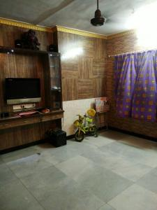 Gallery Cover Image of 750 Sq.ft 2 BHK Apartment for rent in Santacruz East for 35000